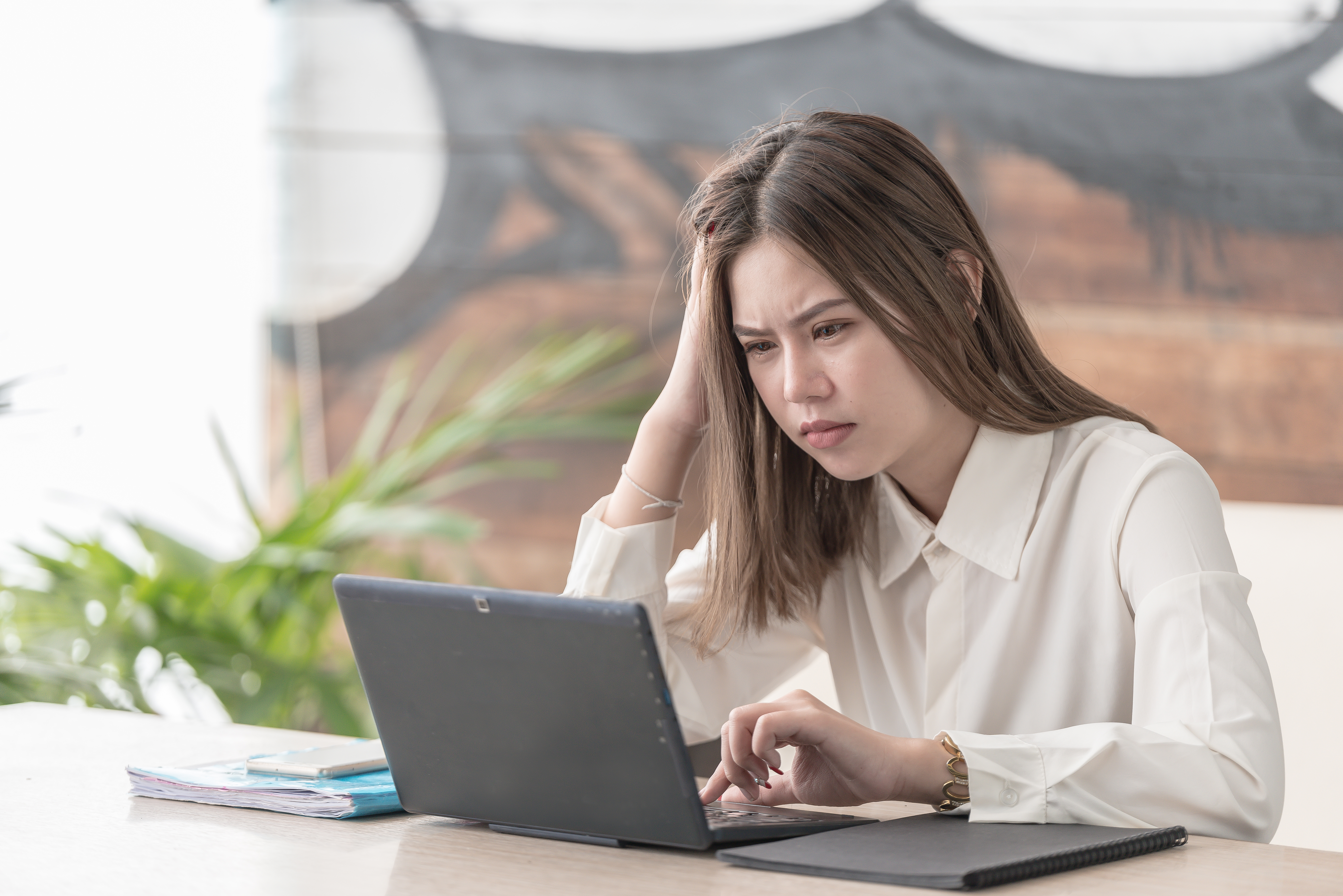 lady on laptop with unhappy face